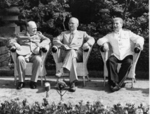 Potsdamer Konferenz im Schloss Cecilienhof mit Churchill, Truman und Stalin.